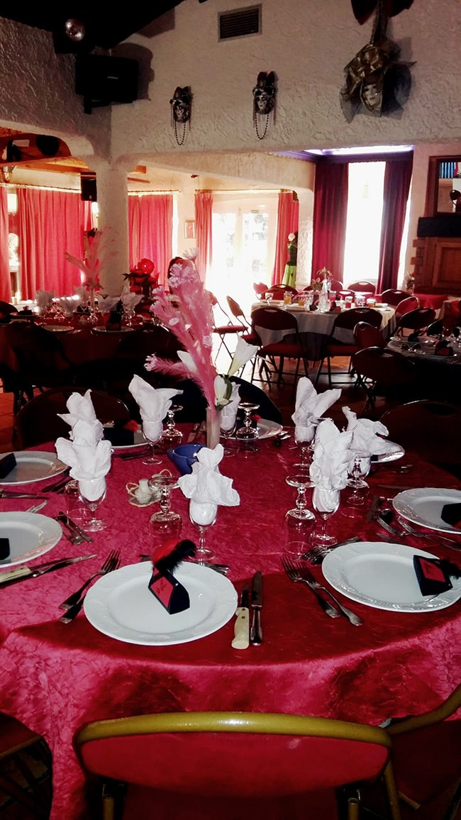 Photo de la salle du restaurant l'Auberge du pont d'Antis.